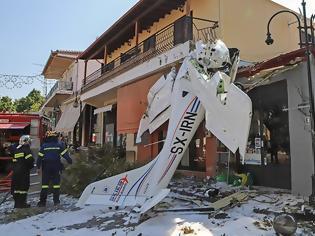 Φωτογραφία για Πρώτη Σερρών: Το μικρό αεροπλάνο έπεσε 100 μέτρα μακριά από το φαρμακείο που εργάζεται η μητέρα του χειριστή