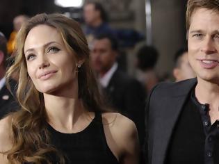 Φωτογραφία για Οι ικεσίες της Angelina στον Brad Pitt. Τι έχει συμβεί;Τι τα θες; Έτσι είναι οι διάσημες και πλούσιες οικογένειες… Όλο προβλήματα!