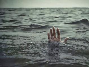 Φωτογραφία για Είδαν το σώμα του να επιπλέει στη θάλασσα