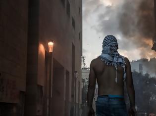 Φωτογραφία για Έκρηξη στη Βηρυτό: Διαδηλωτές πολιορκούν κυβερνητικά κτήρια