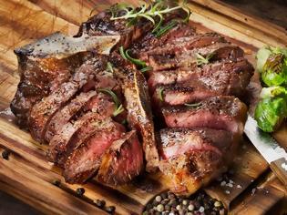 Φωτογραφία για Άνδρες: Αυτός είναι ο λόγος που τρώνε πολύ κρέας