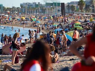 Φωτογραφία για Ποιες αποστάσεις; «Βουλιάζουν» οι παραλίες στην Ευρώπη
