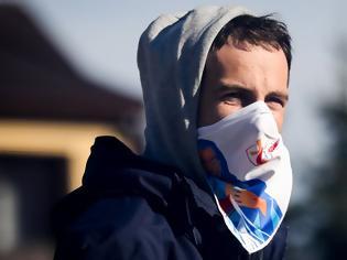 Φωτογραφία για Έρευνα για κορωνοϊό και μάσκες: Τα μαντίλια δεν προστατεύουν