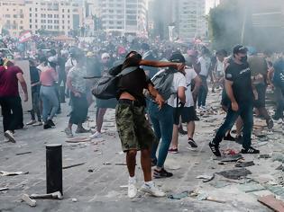 Φωτογραφία για Στο χάος ο Λίβανος: Παραιτήθηκε η κυβέρνηση