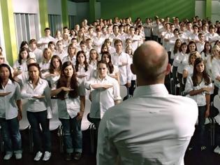 """Φωτογραφία για """"Το Κύμα"""": Το κοινωνικό πείραμα που έδειξε στους μαθητές πώς οι Γερμανοί έγιναν ξαφνικά ναζί (Δείτε το εδώ)"""