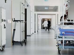 Φωτογραφία για Ρόδος: Σουηδός έχασε τη γυναίκα του και τη βρήκε στο... νοσοκομείο με κορωνοϊό