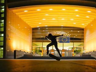 """Φωτογραφία για Το Ευρωπαϊκό Κοινοβούλιο συμμετέχει στην εκστρατεία """"Χρυσός Σεπτέμβρης"""" για τα παιδιά που δίνουν μάχη με τον καρκίνο"""