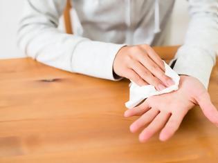 Φωτογραφία για Ιδρώνουν υπερβολικά τα χέρια σας; Η εύκολη θεραπεία με άμεσο αποτέλεσμα