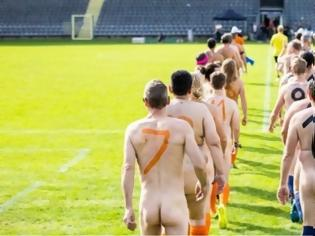Φωτογραφία για Γερμανία: Έπαιξαν ολόγυμνοι κατά της εμπορευματοποίησης του ποδοσφαίρου
