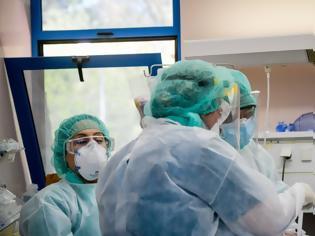 Φωτογραφία για Αυξάνονται οι νοσηλείες και οι διασωληνώσεις - Τι δείχνουν τα στοιχεία
