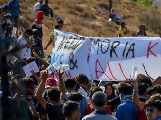 Φωτογραφία για Λέσβος: Πετροπόλεμος μεταξύ μεταναστών και ΕΛΑΣ στη Μόρια