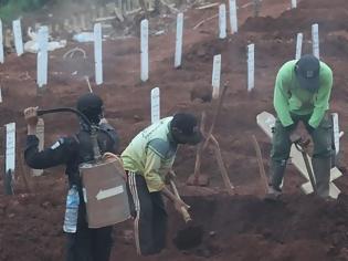 Φωτογραφία για Ινδονησία: Όσοι δεν φορούν μάσκες θα σκάβουν τάφους για θύματα της πανδημίας