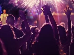 Φωτογραφία για Κάνει πάρτι ο γείτονάς σας; Καλέστε την αστυνομία, λέει η Βρετανή υπουργός Εσωτερικών
