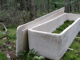 Φωτογραφία για Ολλανδία η πρώτη κηδεία με «ζωντανό» φέρετρο