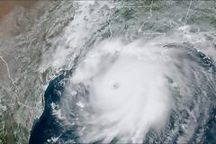 ΗΠΑ: Ο κυκλώνας Σάλι απειλεί τις αμερικανικές ακτές
