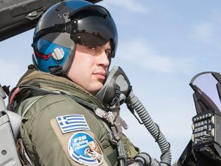 Φωτογραφία για Ο Έλληνας πιλότος που πέταξε με Rafale περιγράφει: «Η ζωή μας μοιάζει με αυτή ενός κοσμοκαλόγερου»