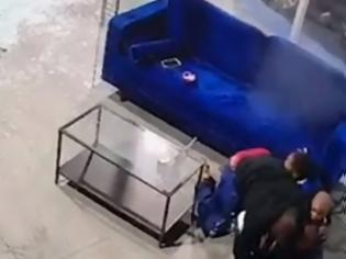 Φωτογραφία για ΗΠΑ: Πατέρας έγινε ασπίδα για να προστατεύσει τα τρία παιδιά του από πυροβολισμούς -βίντεο