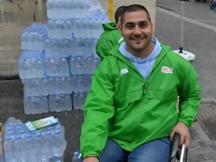 Φωτογραφία για Αναπηρικά αμαξίδια σε πάνω από 200 συμπολίτες μας χάρη στα πλαστικά καπάκια νερού