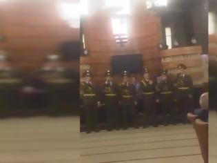 Φωτογραφία για ΒΙΝΤΕΟ.  Όταν Αρμένιοι Ευέλπιδες τραγούδησαν: «Η Ελλάδα ποτέ δεν πεθαίνει»