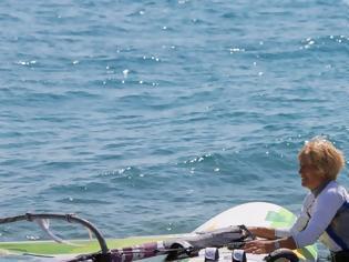 Φωτογραφία για Η γηραιότερη windsurfer είναι 82 ετών, από την Κεφαλονιά και μπήκε στο Γκίνες!