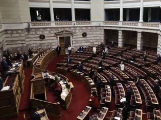 Φωτογραφία για Βουλή: Τέλος στον διορισμό συζύγων και συγγενών ως μετακλητών μετά τη θύελλα με την Ζαρούλια