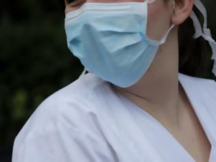 Φωτογραφία για Υπουργείο Υγείας: Επτά λάθη στη χρήσης της μάσκας. Πώς πρέπει να φοράμε σωστά τη μάσκα