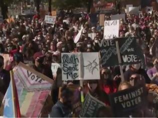 Φωτογραφία για ΗΠΑ: Χιλιάδες γυναίκες διαδηλώνουν κατά του διορισμού της Έιμι Κόνεϊ Μπάρετ
