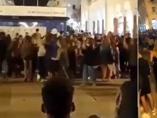 Φωτογραφία για «Χαμός» χθες στη Θεσσαλονίκη - Συνωστισμός στην πλατεία Αριστοτέλους