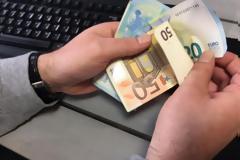 25.000 ευρώ σε ανέργους του ΟΑΕΔ και σε φοιτητές