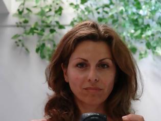Φωτογραφία για Μάγια Τσόκλη Ο χρόνος κυλά αργά όταν ζεις με έναν καρκίνο. Περιγράφει την περιπέτειά της με τον καρκίνο του μαστού