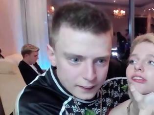 Φωτογραφία για Ρωσία: YouTuber έσπασε στο ξύλο την φίλη του σε live streaming