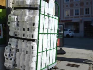 Φωτογραφία για Αδειάζουν τα ράφια από χαρτί υγείας στην Γερμανία