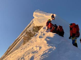 Φωτογραφία για Έβερεστ: Ξόδεψαν 1,3 εκατ. δολάρια για να ξαναμετρήσουν το ύψος του