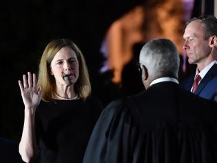 Φωτογραφία για ΗΠΑ-Ανώτατο Δικαστήριο: Εγκρίθηκε ο διορισμός της Έιμι Κόνι Μπάρετ- Νίκη Τραμπ