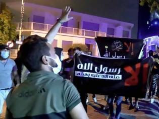Φωτογραφία για Ισλαμικό... θράσος στη Λευκωσία: Μουσουλμάνοι κατέβασαν τη γαλλική σημαία από τη πρεσβεία