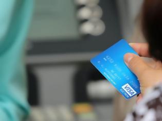 Φωτογραφία για Ψώνιζε με τους κωδικούς καρτών που του έδιναν οι πελάτες!