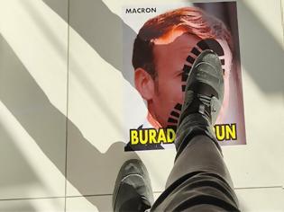 Φωτογραφία για Τουρκία: Πατάνε πάνω στο «πρόσωπο» του Μακρόν - φωτος
