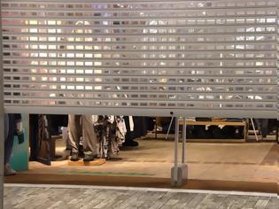 Φωτογραφία για φωτος από το κλείσιμο των καταστημάτων στην Ερμού πριν από το lockdown