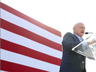 Φωτογραφία για Αμερικανικές Εκλογές - Μαρκ Κέλι: Ενας αστροναύτης στο σύμπαν του Κογκρέσου