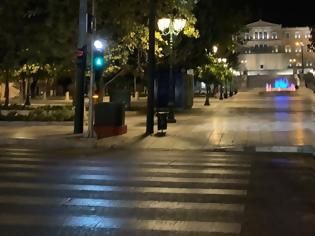 Φωτογραφία για Σε ισχύ η απαγόρευση κυκλοφορίας - Έρημη πόλη η Αθήνα