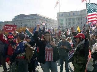 Φωτογραφία για Κλίμα πόλωσης στις ΗΠΑ: «Άλλα τέσσερα χρόνια», φώναζαν διαδηλωτές στην Ουάσινγκτον υπέρ του Τραμπ