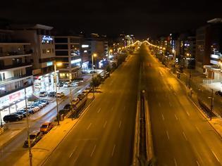 Φωτογραφία για Φωτος: Έρημο Σαββατόβραδο στις πόλεις - Άδειοι οι δρόμοι