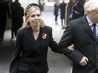 Φωτογραφία για «Εμφύλιος» στη Ντάουνινγκ Στριτ: «Η Κάρι Σίμοντς θέλει να γίνει η νέα πριγκίπισσα Νταϊάνα»