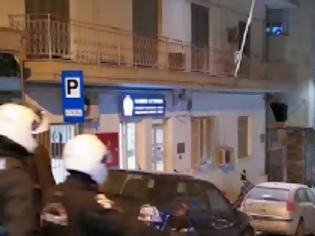 Φωτογραφία για Συναγερμός στη Θεσσαλονίκη: Καταδρομική επίθεση με μολότοφ στο Α.Τ Νεάπολης – Συκεών