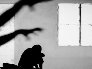 Φωτογραφία για Ηράκλειο Κρήτης: Συνελήφθη 31χρονη μητέρα για σωματική βλάβη στον 13χρονο γιο της
