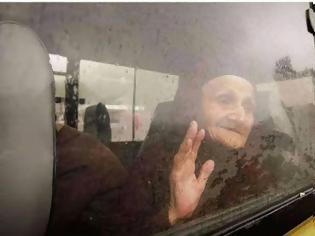 Φωτογραφία για Τι να έχει στο νου της η γριά Αρμένισσα, βλέποντας τις στερνές εικόνες του τόπου της;