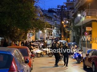 Φωτογραφία για Θεσσαλονίκη: Νεαροί χτύπησαν αστυνομικούς που πήγαν να τους ελέγξουν