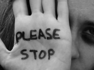 Φωτογραφία για Παγκόσμια Ημέρα για την εξάλειψη της βίας κατά των γυναικών: Αυξήθηκαν οι κλήσεις στις γραμμές SOS στην καραντίνα