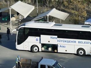 Φωτογραφία για Τουρκία... Φορτώνουν τους νεκρούς από Covid-19 σε τουριστικά λεωφορεία...