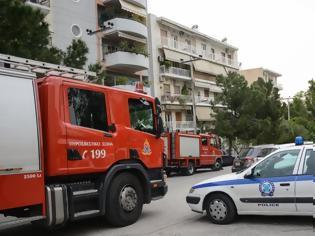 Φωτογραφία για Τραγωδία στην πλατεία Κλαυθμώνος - Άνδρας αυτοκτόνησε πέφτοντας από τον έκτο όροφο